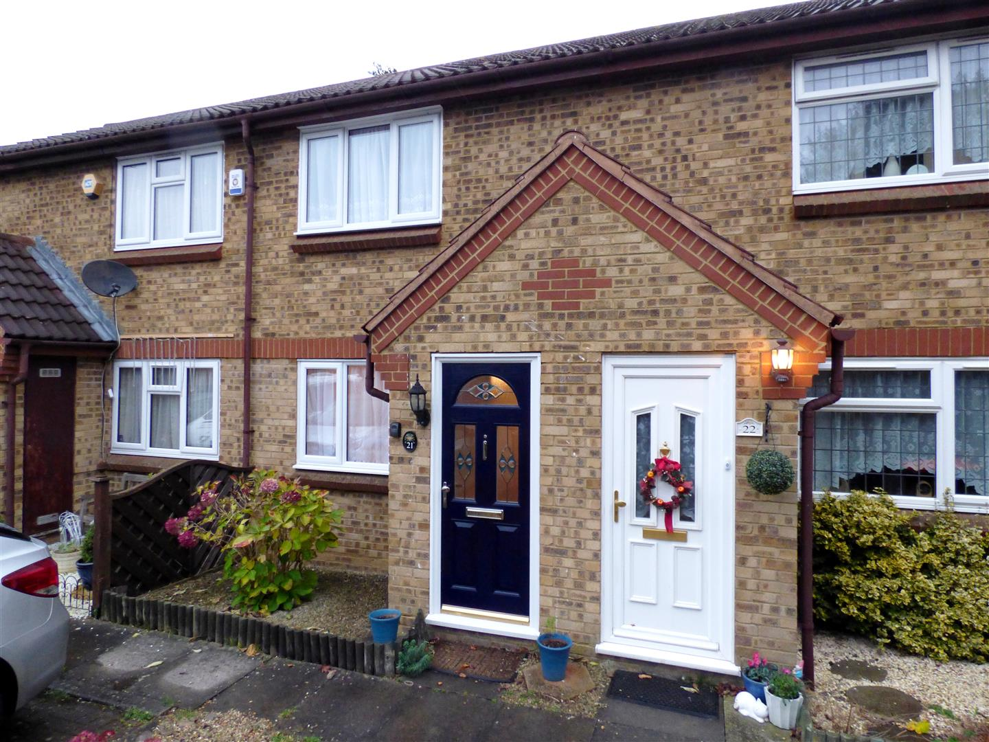 2 Bedrooms Terraced House for sale in Highfields Close, Dunstable